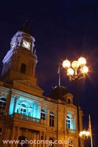 dewsbury-town-hall-night-shot-yorkshire-copywrite-photoneg